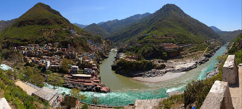 devprayag - sangam - confluence of the alaknanda and bhagirathi rivers into the  ganges river (india), alaknanda river, bhagirathi river, city, confluence, devprayag, ganga river, ganges river, ghat, hills, mountains, river bed, rivers, sangam, water
