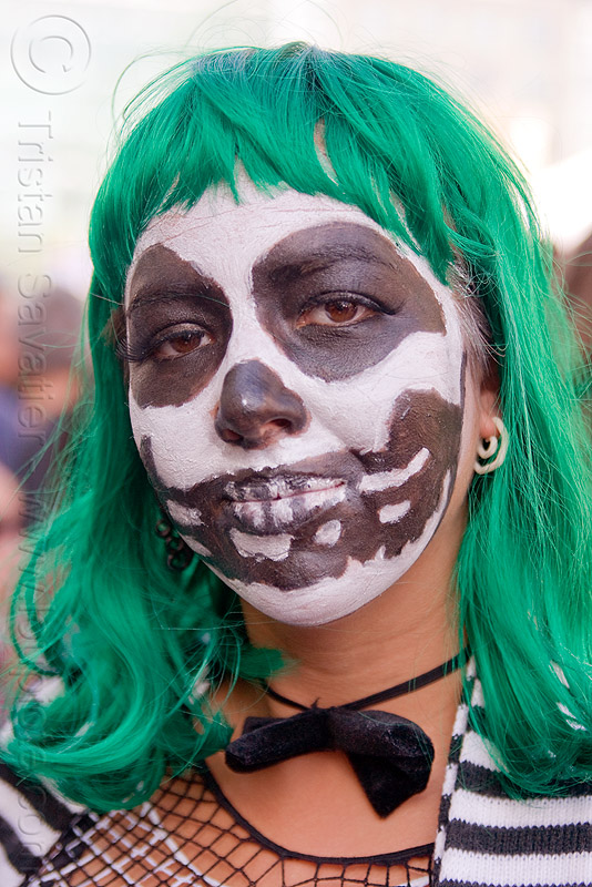 dia de los muertos skull makeup - green wig, dia de los muertos, facepaint, green wig, how weird festival, skull face paint, skull makeup, woman