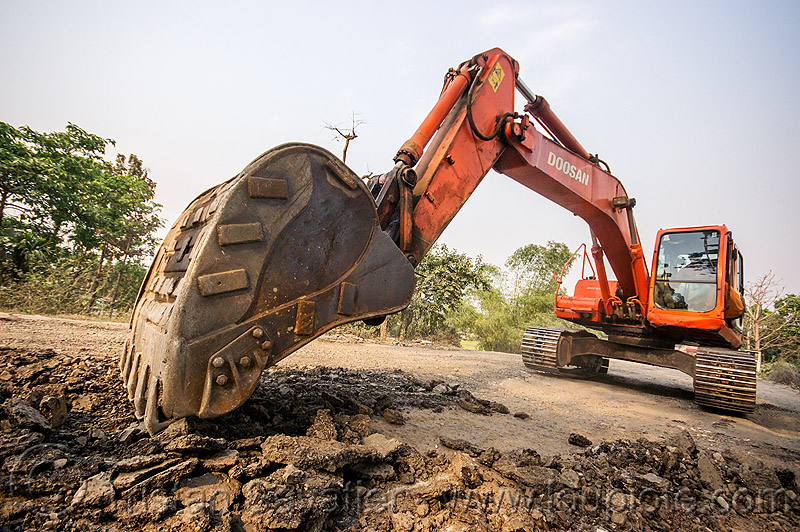 doosan excavator DX225LC ripping up old asphalt (india), alphalt, asphalt removal, at work, bucket attachment, demolition, doosan excavator, dx225lc, excavator bucket, india, old asphalt, old bitumen, old macadam, pavement, ripping up, road construction, scraping off, west bengal, working