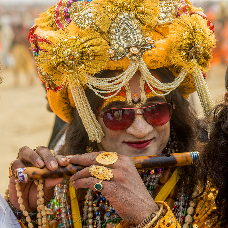 drag queen hindu guru playing flute - kumbh mela (india), beads, costume, decorated, dressed-up, finger rings, flute, guru, headdress, headwear, kumbha mela, maha kumbh mela, makeup, man, necklaces, sunglasses, tilak, tilaka, turban