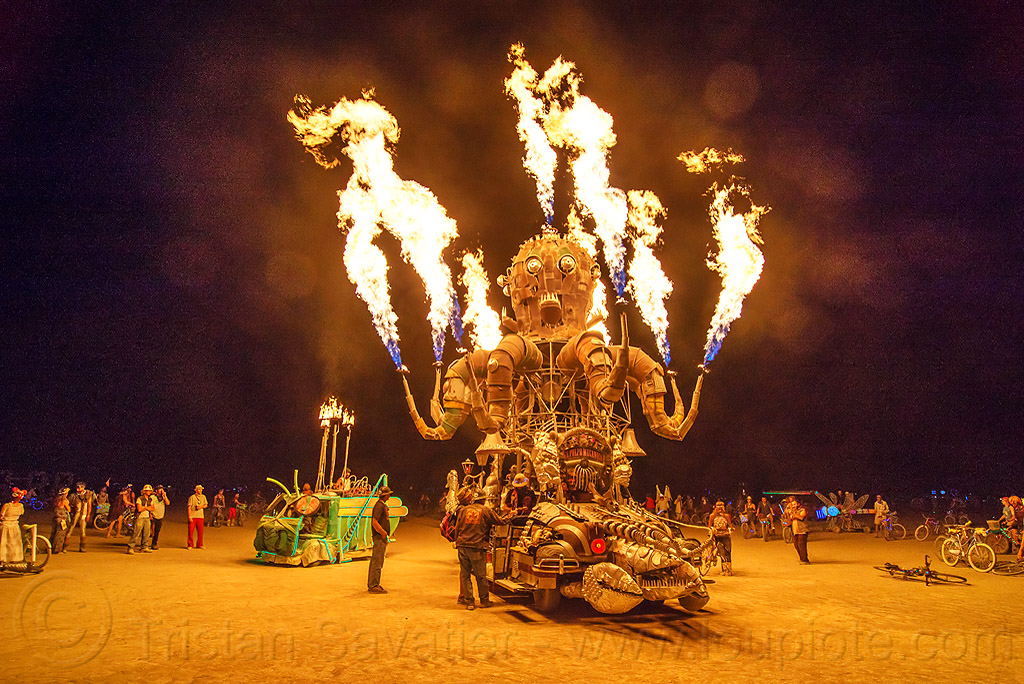 el pulpo mecanico blowing fire - burning man 2016, burning man, el pulpo mecanico, fire, flames, metal, night, octopus art car, sculpture, steampunk octopus
