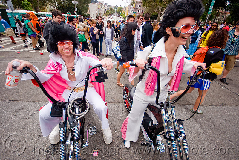 elvis impersonators on chopper bikes, bay to breakers, bicycles, choppers, costume, couple, crowd, custom bikes, customized, elvis impersonators, elvis wigs, festival, footrace, man, pink, street party, sunglasses, white, woman