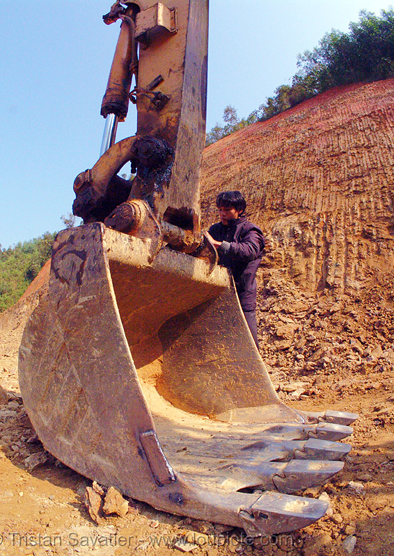excavator bucket - road construction (vietnam), bucket attachment, cao bằng, excavator bucket, fisheye, groundwork, liebherr 912 litronic excavator, liebherr excavator, road construction, roadworks, vietnam