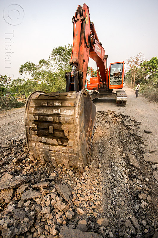 excavator ripping up old asphalt - doosan DX225LC (india), alphalt, asphalt removal, at work, bitumen, bucket attachment, construction, demolition, doosan excavator, excavator bucket, heavy equipment, hydraulic, macadam, machinery, old bitumen, old macadam, pavement, road, road construction, scraping, scraping off, west bengal, working