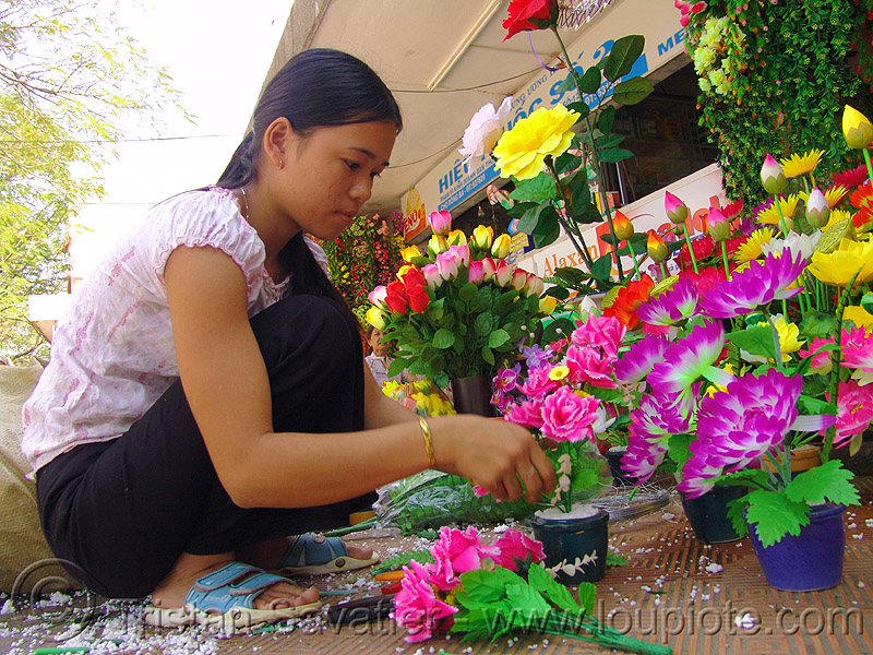 fake flowers - child labour - vietnam, artificial flowers, hué, people