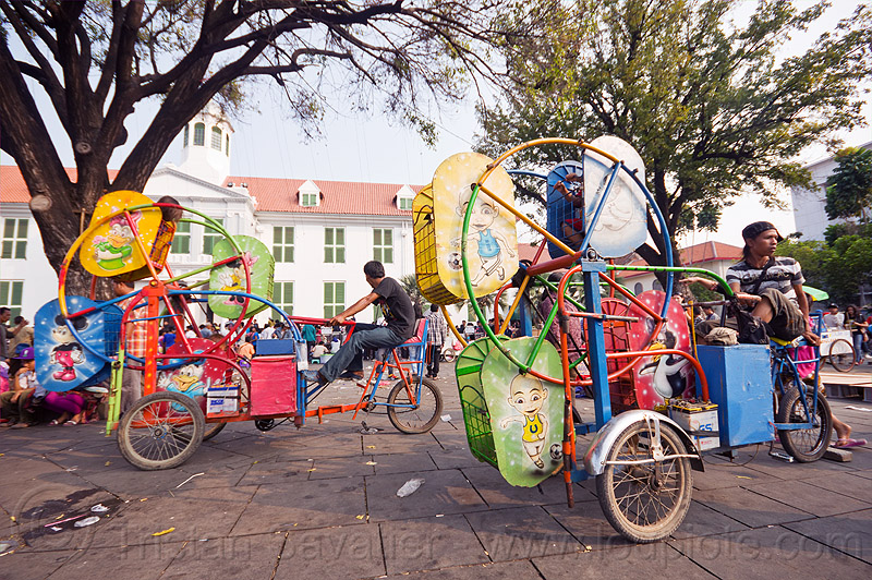 ferris wheels for small kids - cycle-powered, amusement rides, bicycles, bikes, children, fair rides, java, taman fatahillah