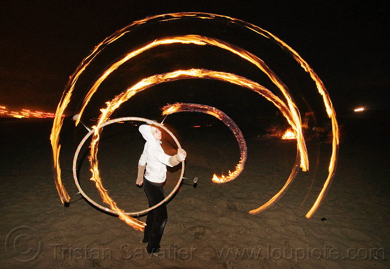 file hulahoop - cressie mae, beach, fire, fire dancer, fire dancing, fire hoop, fire hulahoop, fire performer, fire spinning, flames, long exposure, night, people, spinning fire, woman