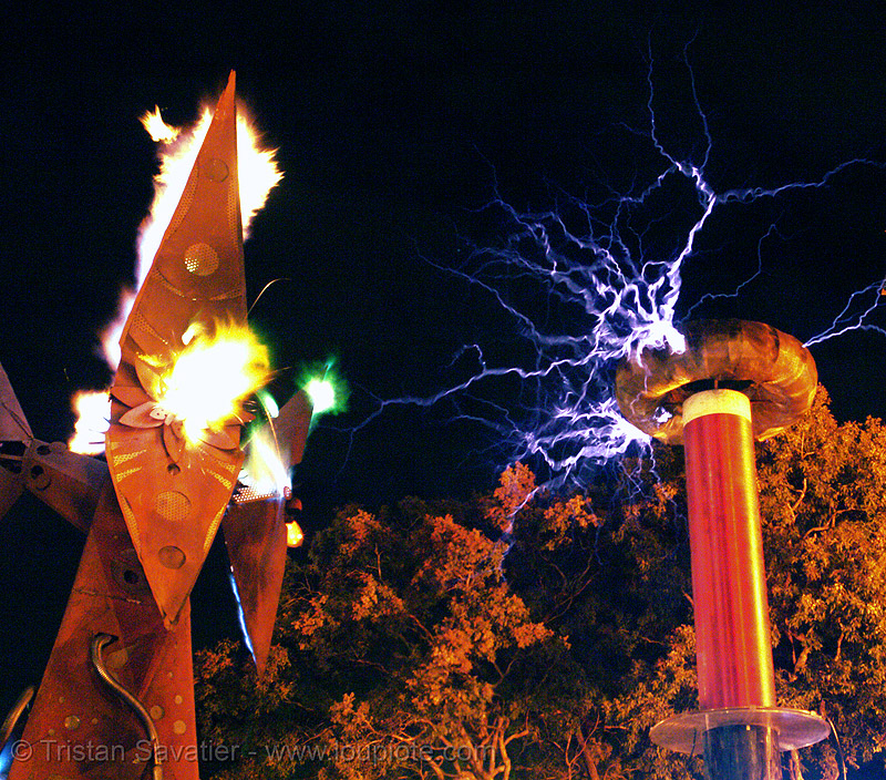 fire arts exposition 2006 - burning man, burning man fire arts exposition, danger, electric arc, electric discharge, electricity, flames, high voltage, lightnings, plasma, plasma filaments, static electricity, tesla coil, therm, thermokraken