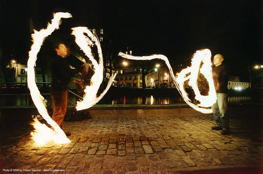 fire jugglers at night (paris), canal st martin, fire clubs, fire dancer, fire dancing, fire performer, fire spinning, jugglers, juggling clubs, night, paris, spinning fire