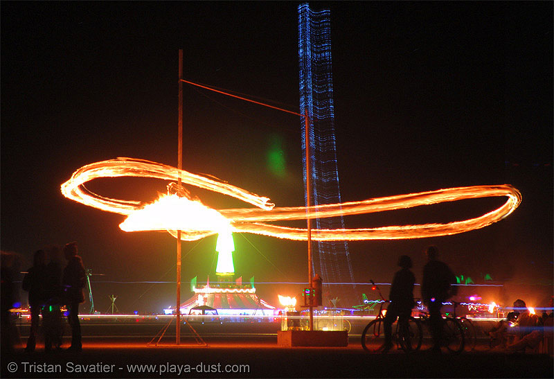 fire pendulum - burning-man 2005, art installation, beanstalk, burning man, chaotick, david rattray, fire, larry breed, mike light, night, pendulum, that's one tall fucking thing, wil van hazel