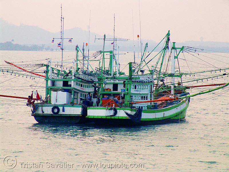 fishing trawlers - boats - thailand, fishing boats, ocean, sea, ships, twins, ประเทศไทย