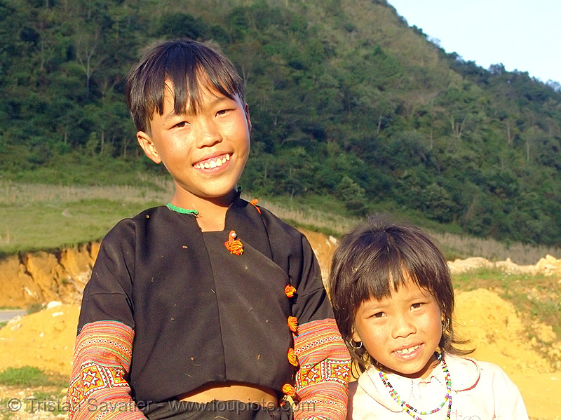 flower hmong brother and sister - vietnam, black hmong, boy, children, flower h'mong tribe, h'mong tribe, hill tribes, indigenous, kids, people, tribe girl