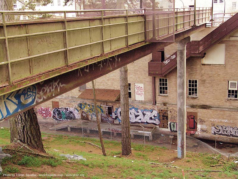 footbridge - abandoned hospital (presidio, san francisco) - phsh, abandoned building, abandoned hospital, decay, graffiti, presidio hospital, presidio landmark apartments, trespassing