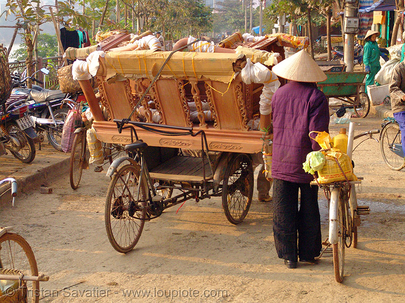 furniture delivery - vietnam, bicycles, bikes, cao bang, cao bằng, cargo tricycle, cargo trike, cycle rickshaw, freight tricycle, freight trike, furniture, movers, street