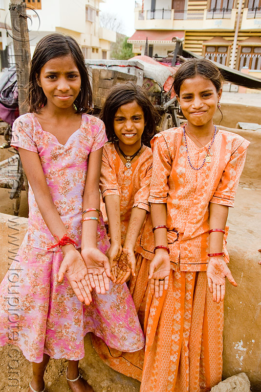 gaduliya lohars nomadic tribe girls with mehndi (india), gadia lohars, gaduliya lohars, gipsies, girls, gypsies, hands, nomadic tribe, nomads