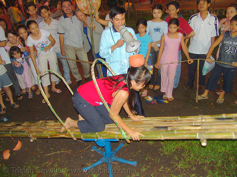 game of skill - city fair - kids (saigon) - vietnam, children, games, night, people, playing