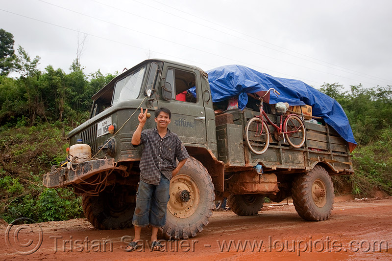 GAZ-66 - ГАЗ-66 - russian all terrain 4x4 truck (laos), army truck, gorkovsky avtomobilny zavod, lorry, military truck, mud, peace sign, people, road, v sign, газ, газ-66, го́рьковский автомоби́льный заво́д