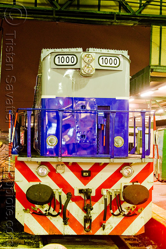 general motors GM EMD G-26 diesel electric train engine (retiro station, buenos aires), 1000, american locomotive company, buenos aires, diesel electric, general motors, gm emd g-26, linea san martín, lsm, línea san martín, railroad, railway, retiro station, train engine