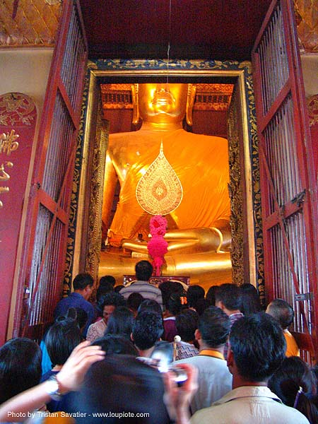 พระพุทธรูป - giant buddha statue in chinese temple - สุโขทัย - sukhothai - thailand, buddha image, buddhism, buddhist temple, cross-legged, golden color, sculpture, wat, ประเทศไทย