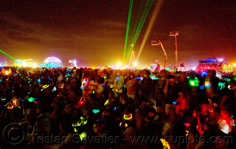 glowing crowd - night of the burn - burning man 2009, people