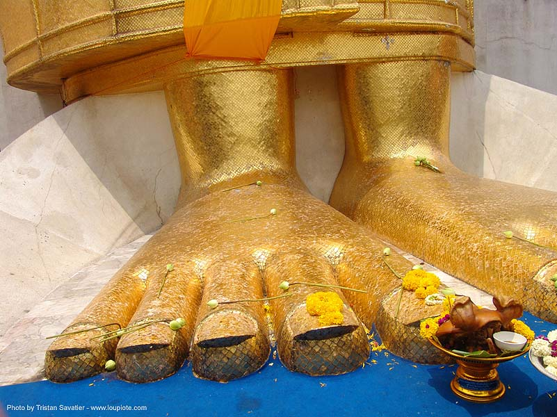 พระพุทธรูป - พระบาท - golden feet of giant standing buddha statue - bangkok - thailand, bangkok, buddha image, buddha statue, buddhism, buddhist temple, feet, giant buddha, golden color, offering, pig head, sculpture, wat, บางกอก, ประเทศไทย, พระพุทธรูป