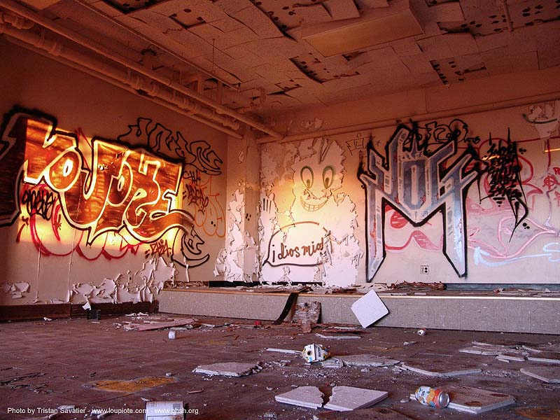 graffiti - abandoned hospital (presidio, san francisco) - phsh, abandoned building, decay, presidio hospital, presidio landmark apartments, trespassing