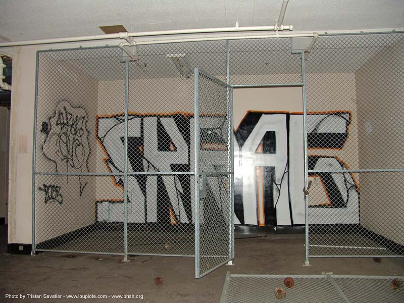 graffiti - abandoned hospital (presidio, san francisco) - phsh, abandoned building, decay, presidio hospital, presidio landmark apartments, skrag, skrag1, trespassing