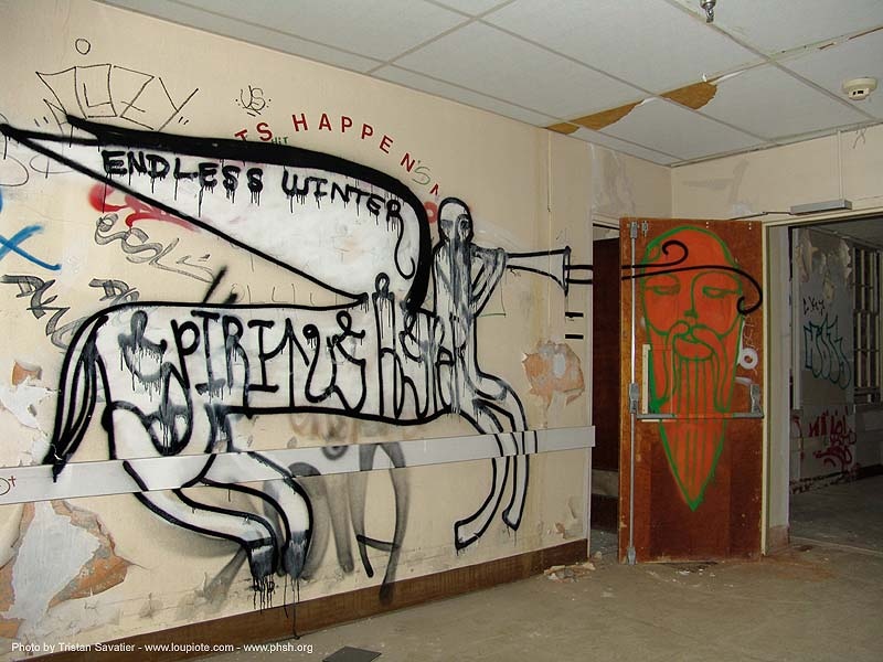 graffiti - abandoned hospital (presidio, san francisco) - phsh, abandoned building, abandoned hospital, decay, graffiti, presidio hospital, presidio landmark apartments, salt, trespassing, urban exploration