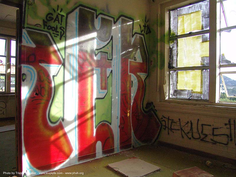 graffiti - abandoned hospital (presidio, san francisco) - phsh, abandoned building, decay, presidio hospital, trespassing, urban exploration