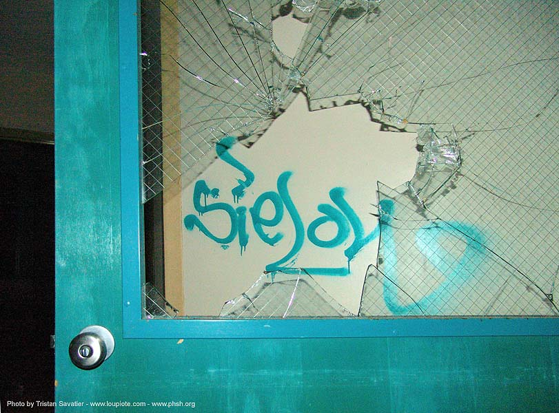 graffiti - broken window - door - abandoned hospital (presidio, san francisco) - phsh, abandoned building, abandoned hospital, decay, graffiti, presidio hospital, presidio landmark apartments, trespassing, window