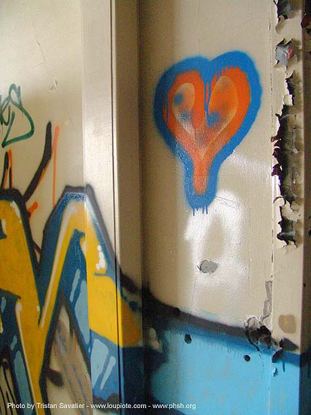 graffiti-heart - abandoned hospital (presidio, san francisco) - phsh, abandoned building, abandoned hospital, decay, graffiti, heart, peeling paint, presidio hospital, presidio landmark apartments, trespassing, urban exploration