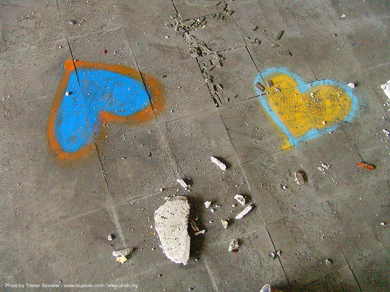 graffiti-hearts - abandoned hospital (presidio, san francisco) - phsh, abandoned building, decay, heart, presidio hospital, presidio landmark apartments, trespassing, urban exploration