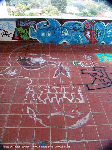 graffiti - roof - abandoned hospital (presidio, san francisco) - phsh, abandoned building, abandoned hospital, decay, graffiti, presidio hospital, presidio landmark apartments, roof, trespassing, urban exploration