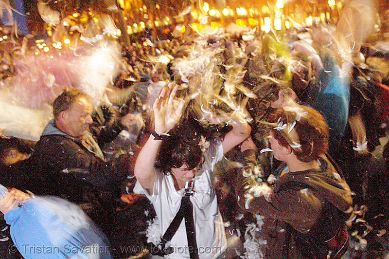 the great san francisco pillow fight 2007, chaos, crowd, down feathers, duvet, flashmob, justin herman plaza, night, people, pillow fight club, pillows, world pillow fight day