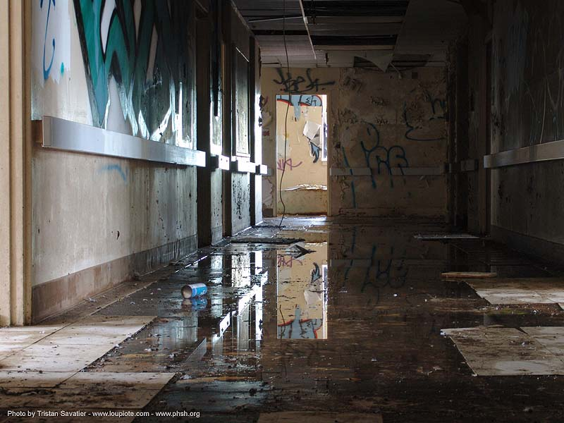 hallway - abandoned hospital (presidio, san francisco) - phsh, abandoned building, decay, graffiti, presidio hospital, presidio landmark apartments, trespassing, urban exploration