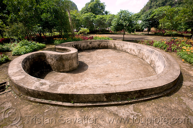 heart-shape pool (laos), bassin, concrete, dry, empty, heart, pool, viang xai