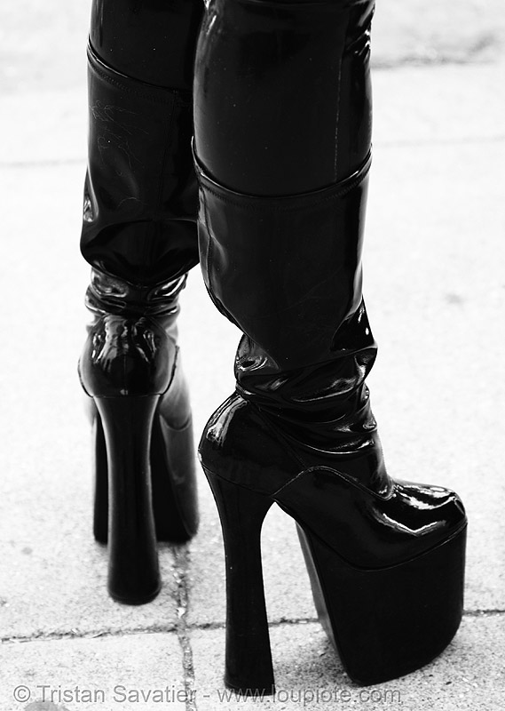 high-heel boots - latex - folsom street fair 2007 (san francisco), black, fetish, high heel, latex boots, people, platform shoes, woman