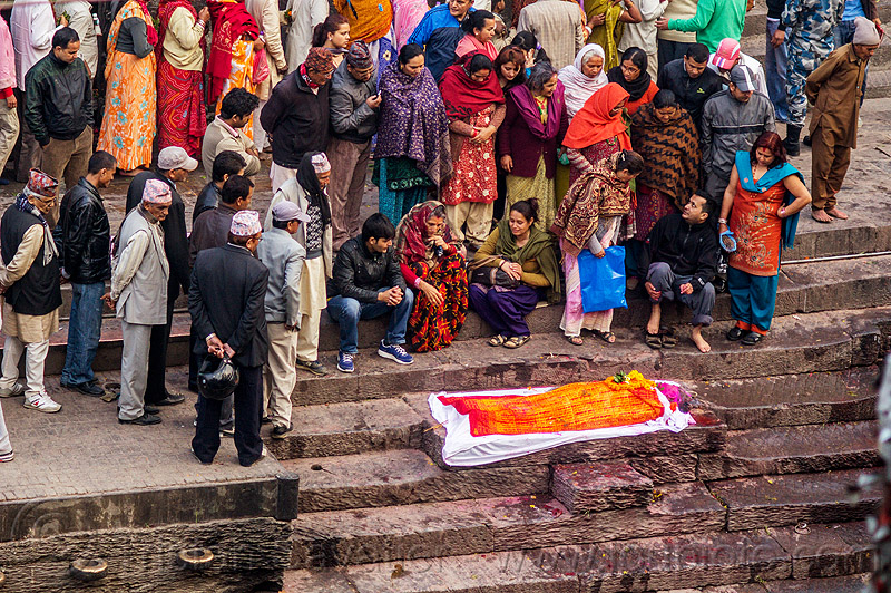 hindu funeral wake - corpse of the dead in shroud on ghat (nepal), cadaver, crowd, festival, ghats, hinduism, kathmandu, lying, lying in wake, maha shivaratri, pashupati, pashupatinath, people, steps