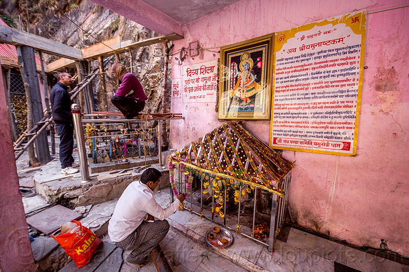 hindu pilgrim making pujas at divya shila - sacred rock near yamunotri temple (india), hinduism, men, people