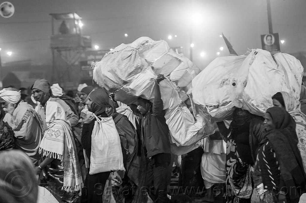 hindu pilgrims and street vendors carrying large sacks (india), bags, bearers, bottles, carrying, crowd, hindu, hinduism, jerrycans, kumbh maha snan, kumbha mela, maha kumbh mela, mauni amavasya, night, plastic, sacks, triveni sangam, walking