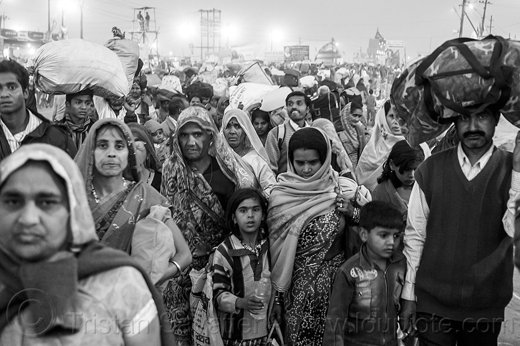 hindu pilgrims exodus - kumbh mela (india), bags, bundles, carrying on the head, crowd, exodus, hindu, hinduism, kumbha mela, luggage, maha kumbh mela, men, night, street, walking, women