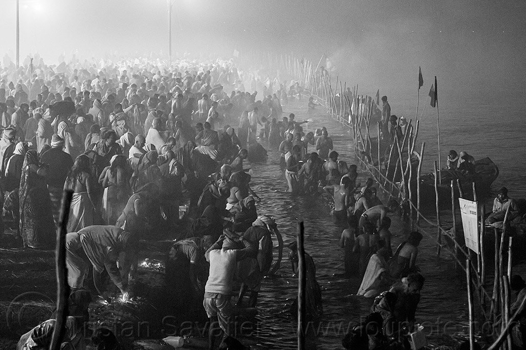 hindu pilgrims having holy bath in the ganges river at the sangam - kumbh mela (india), crowd, fence, ganga river, ganges river, hindu, hinduism, holy bath, holy dip, kumbh maha snan, kumbha mela, maha kumbh mela, mauni amavasya, night, river bank, river bath, river bathing, river boats, triveni sangam, water