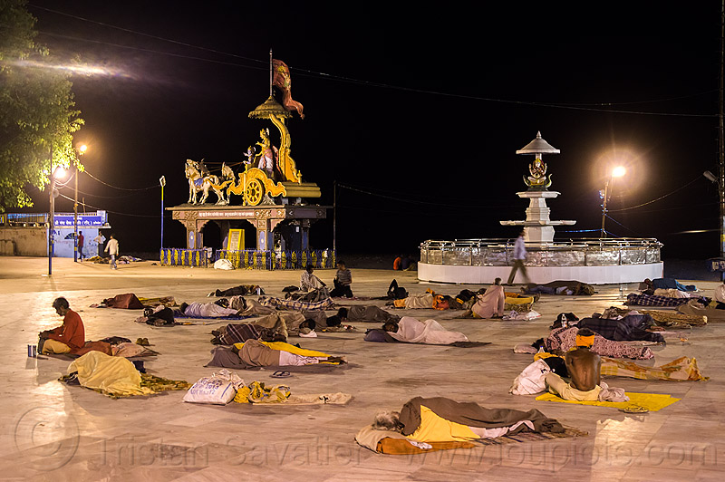 hindu pilgrims sleeping on rishikesh triveni ghat (india), blankets, crowd, ghats, men, night, people