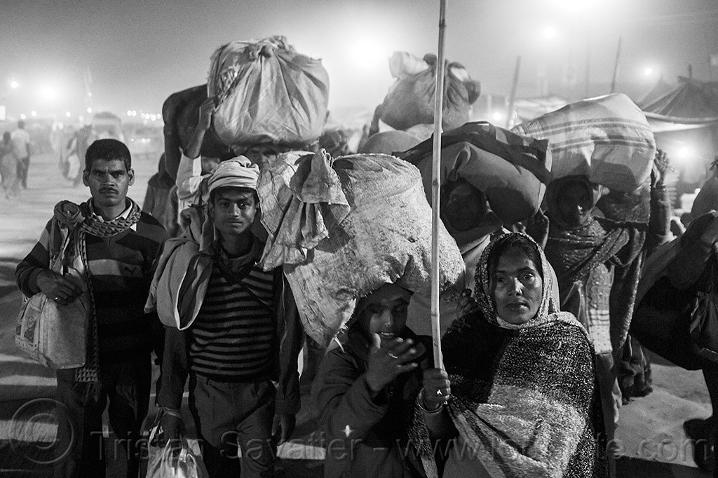 hindu pilgrims travelling back home after the kumbh mela (india), bags, bundles, carrying on the head, crowd, exodus, hindu, hinduism, kumbha mela, luggage, maha kumbh mela, men, night, street, walking, women