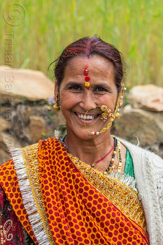 hindu woman with large nose ring, india, indian wedding, jewelry, necklaces, nose chain, nose piercing, nose ring, nostril piercing, tilak, tola gunth, woman