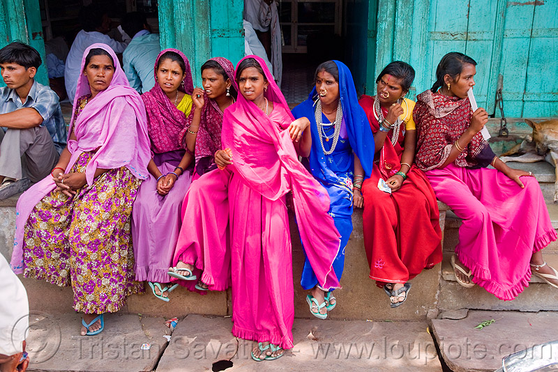 women sitting (india), sailana, saree, sari, sitting, street, women