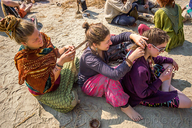 hippie girls at rainbow camp - kumbh mela 2013, bun bun, chelsea, hippies, kumbha mela, maha kumbh, maha kumbh mela, people, sitting, women