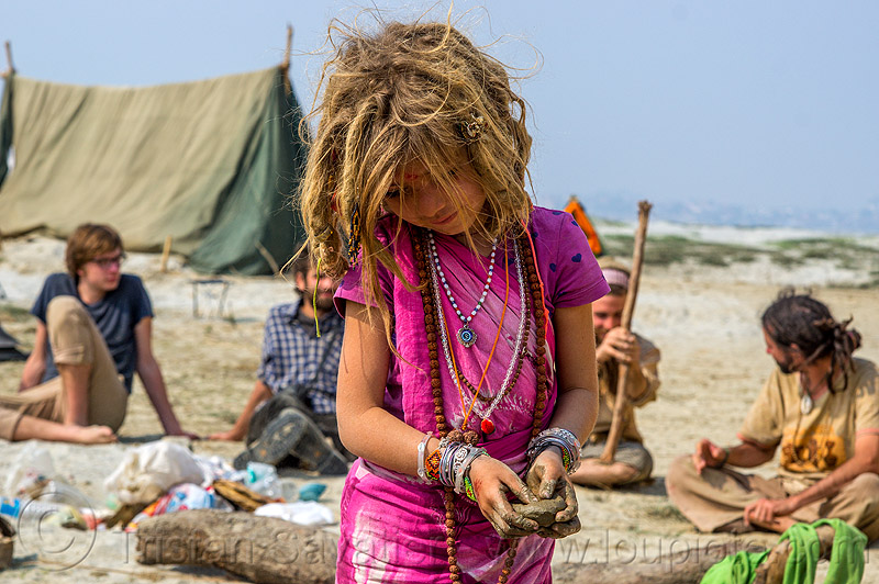 hippie little girl with dreadlocks - ilita, camping, dreadlocks, hindu pilgrimage, hinduism, hippie, ilita, india, little girl, maha kumbh mela, pink, rainbow camp, tent