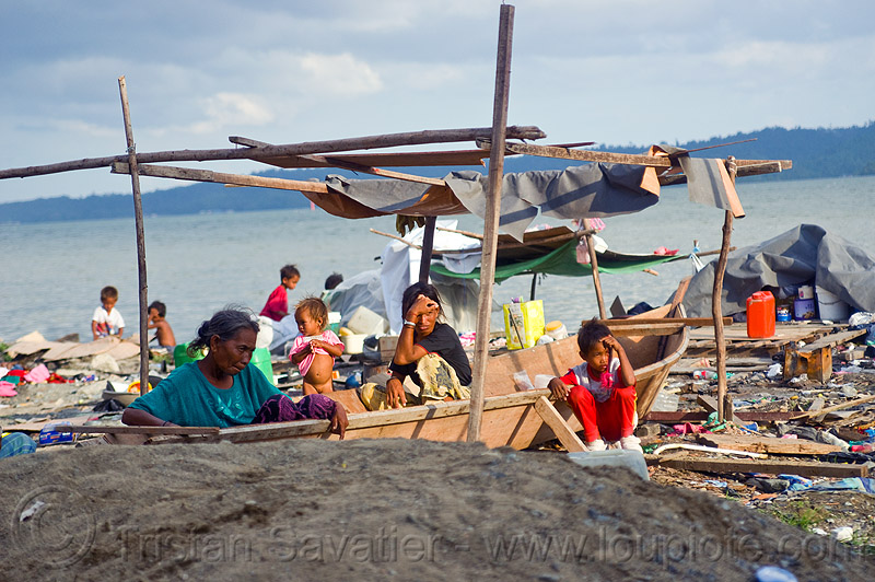 homeless living on boats, encampment, garbage, homeless camp, lahad datu, ocean, people, poor, rubbish, sea, seashore, shore, small boats, trash, wasteland