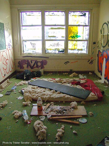 homeless room - abandoned hospital (presidio, san francisco) - phsh, abandoned building, decay, graffiti, presidio hospital, presidio landmark apartments, trespassing, urban exploration